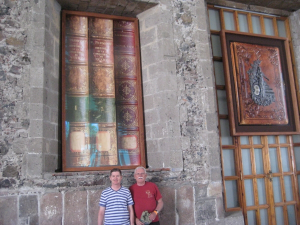 MEXICO CITY - Cal & Steve in metro biblioteca