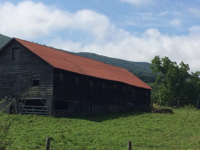 Barn behind public library in Hot Springs